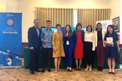 Direktur Marketing and Operations Microsoft Vietnam Lucky Gani, Government Relations Qlue, Anthony Marwan, Chief Commercial Officer Qlue Maya Arvini, Partner dan Public Sector Manager Microsoft Asia Pacific, Sherie Ng, bersama tim Microsoft Vietnam dan partner.
